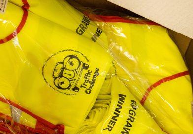 Дітям – безпеку! 100 та 1 школа України безкоштовно отримає комплекти світловідбиваючих жилетів. Як отримати жилети на навчальний заклад?